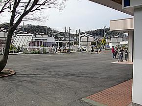 スーパーマーケットのコミュニティ 広場の舗装工事